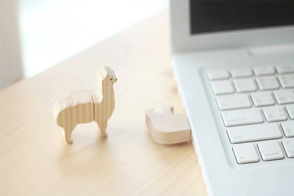 05 Wooden animal flash drive