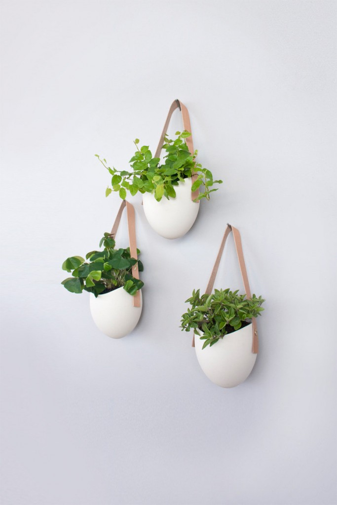 04 set of 3 porcelain and leather hanging planters