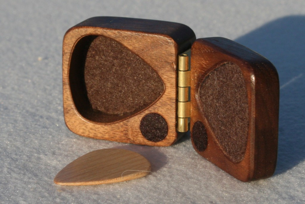 04 wooden guitar pick box