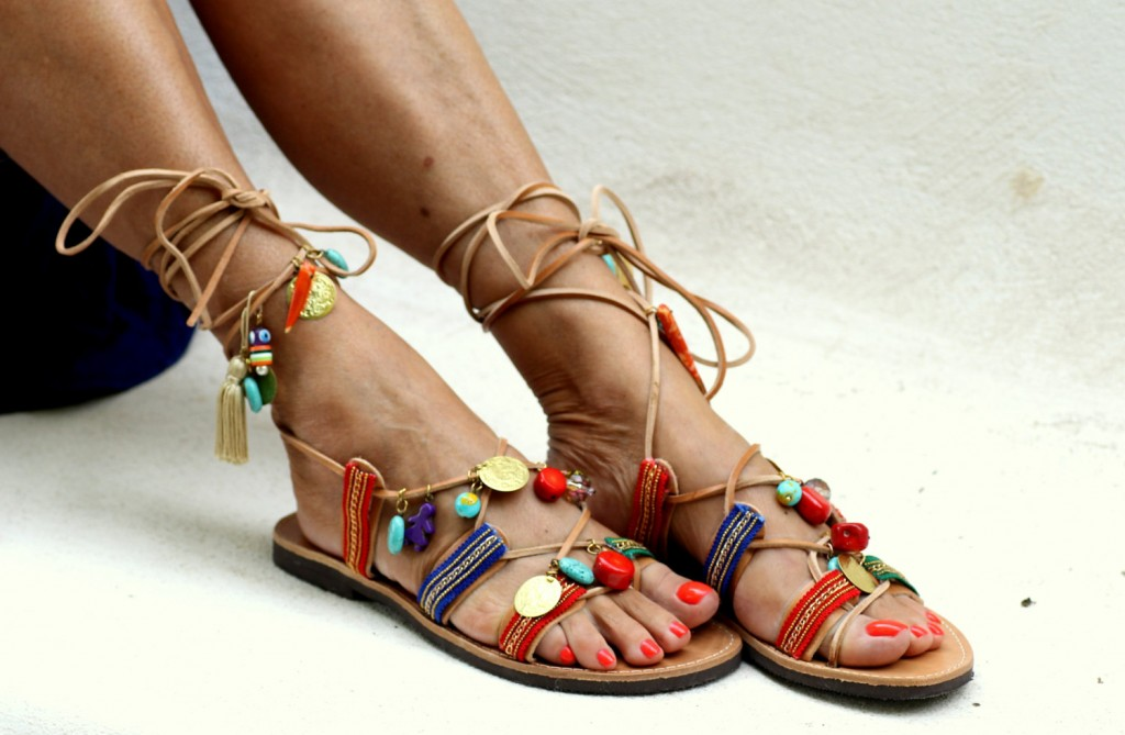 05 Tie up leather sandals