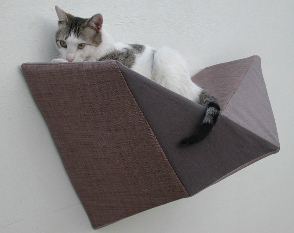 2 Cat shelf wall bed