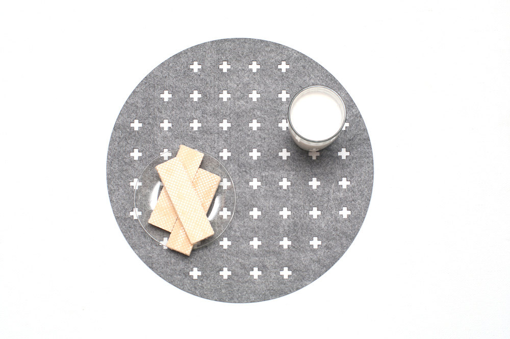 2 Set of 6 Round Placemats
