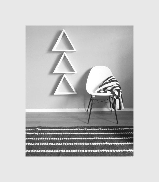 1 Large Geometric Shelf