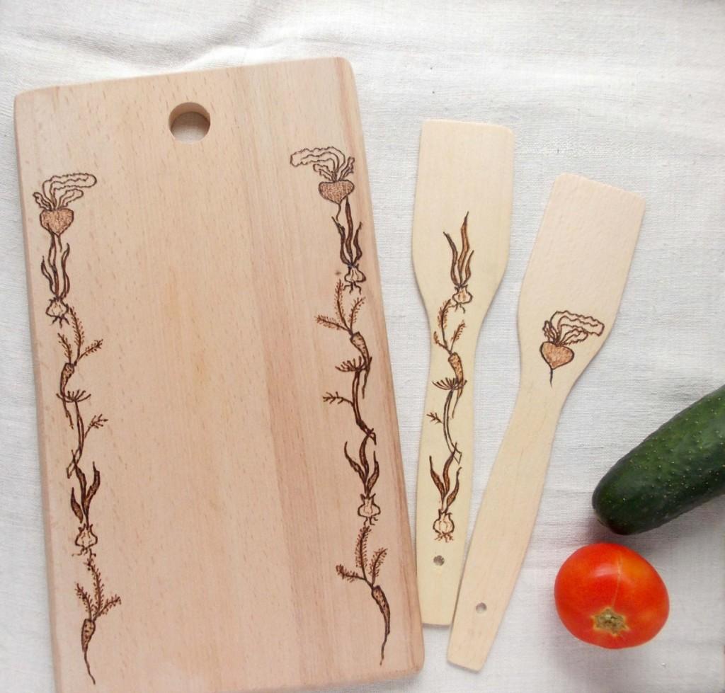 2 Cutting board and 2 spatulas