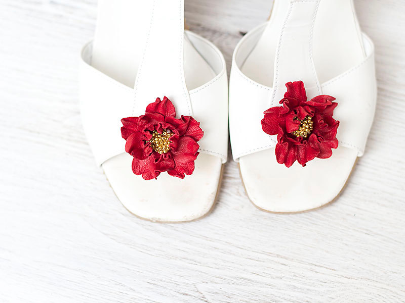 1 Red leather flowers shoe clips