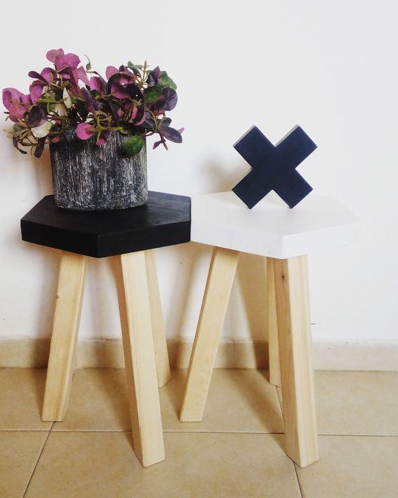 2 A pair of stools