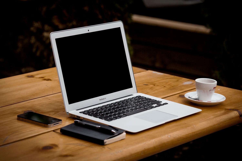 desk-via-unsplash