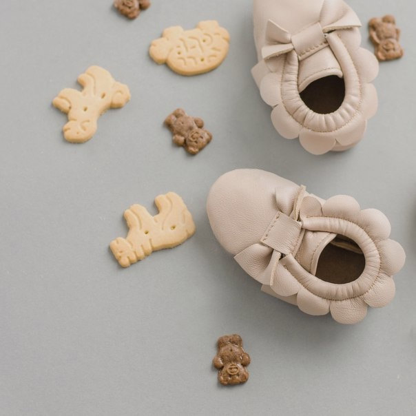 4 baby pink bow moccs
