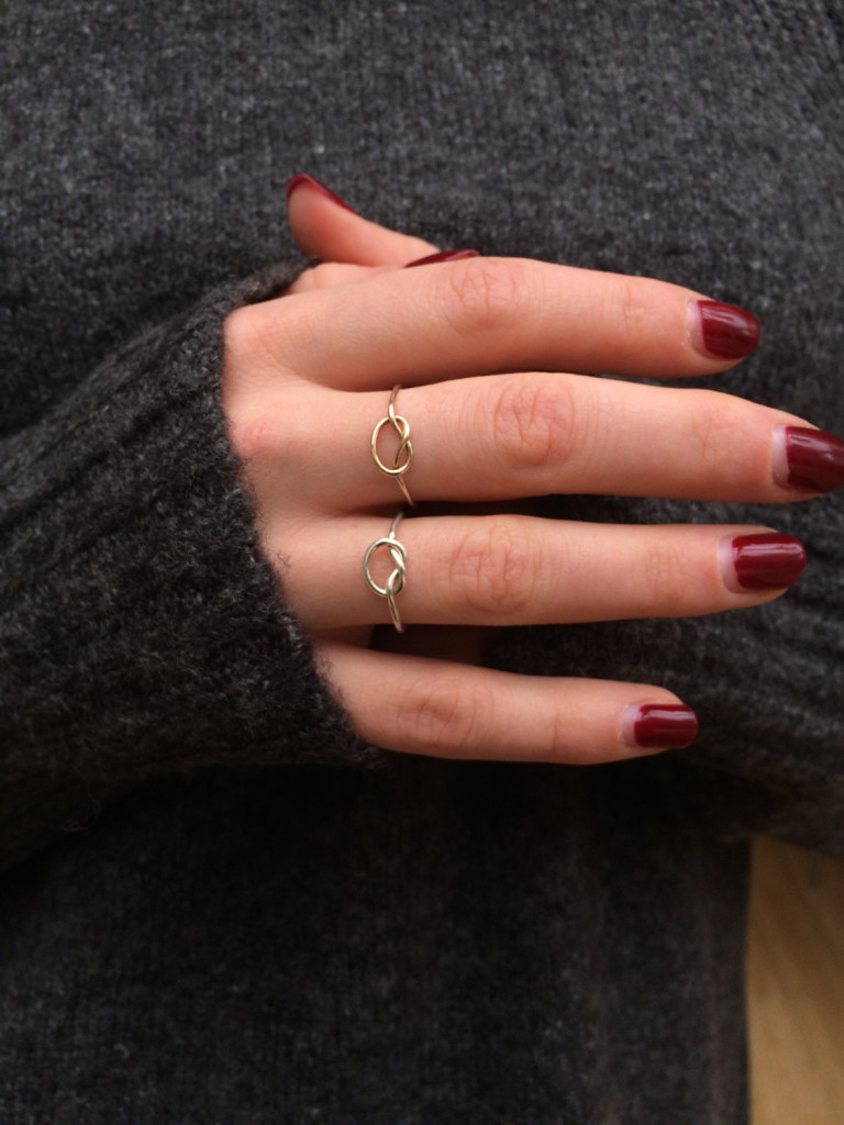 3 9ct gold knot ring