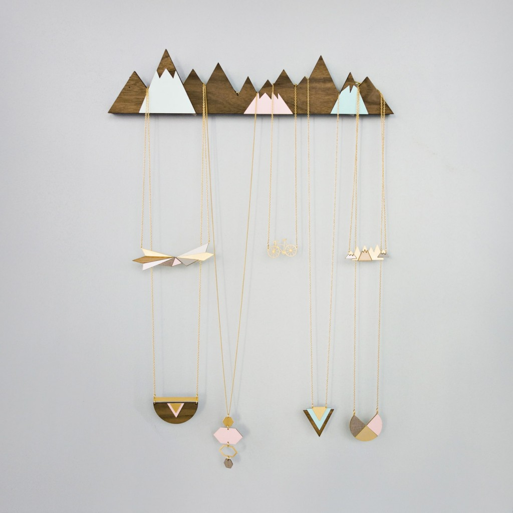 03 mountains jewelry display