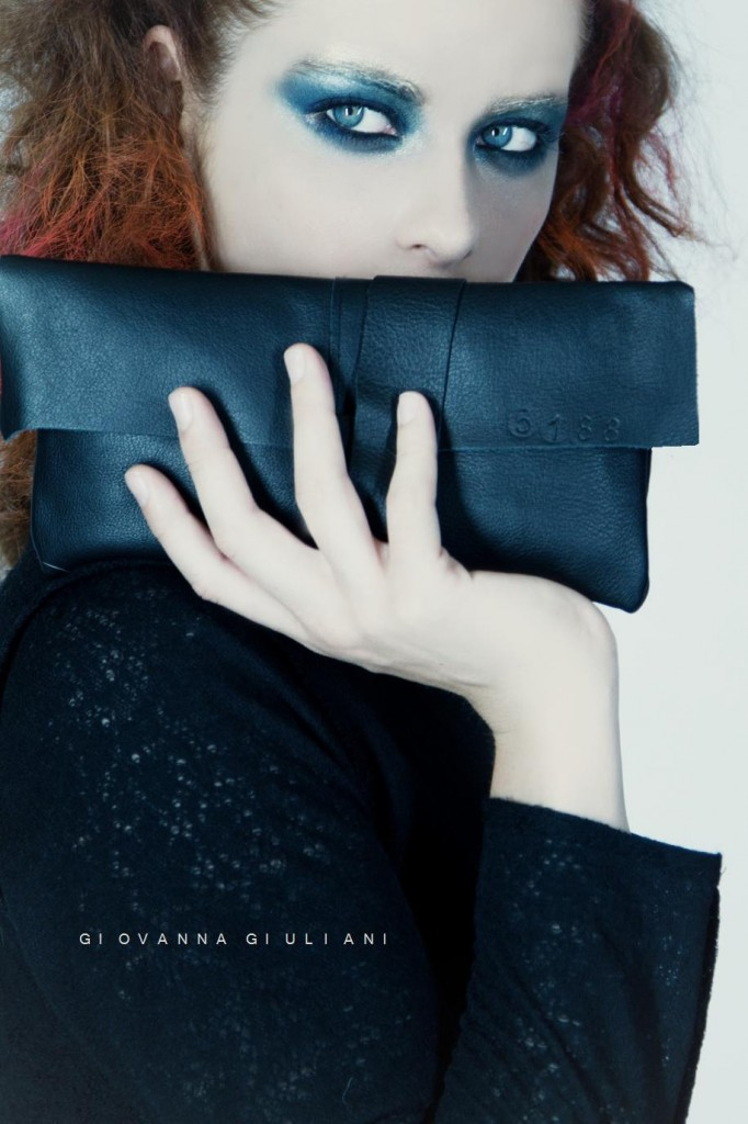 01 LONDON Unisex black leather clutch