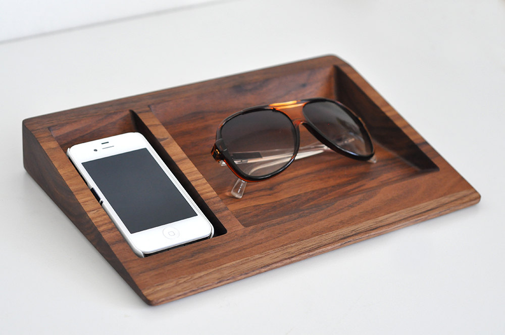 04 iPhone Dock Glasses Stand