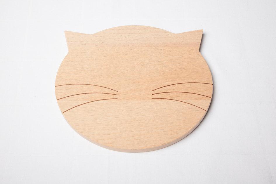 3 wooden breadboard bread cat