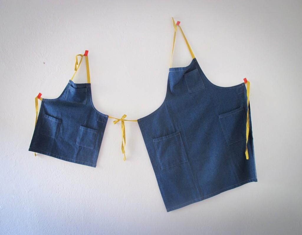 5 pair of aprons