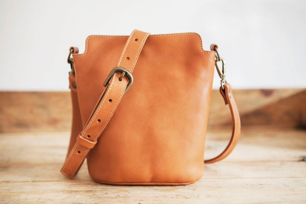 1 COWHIDE Leather bag