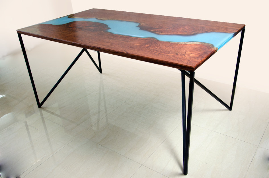 4 River Dining Table