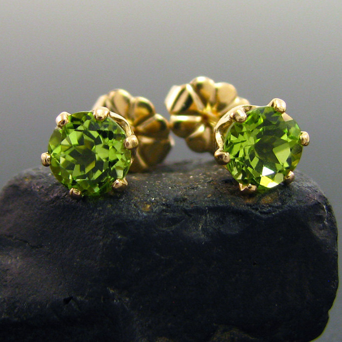 2 Peridot earring