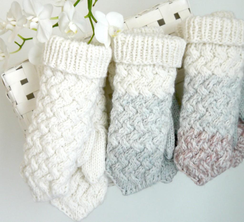 5 White grey blush knitted mittens