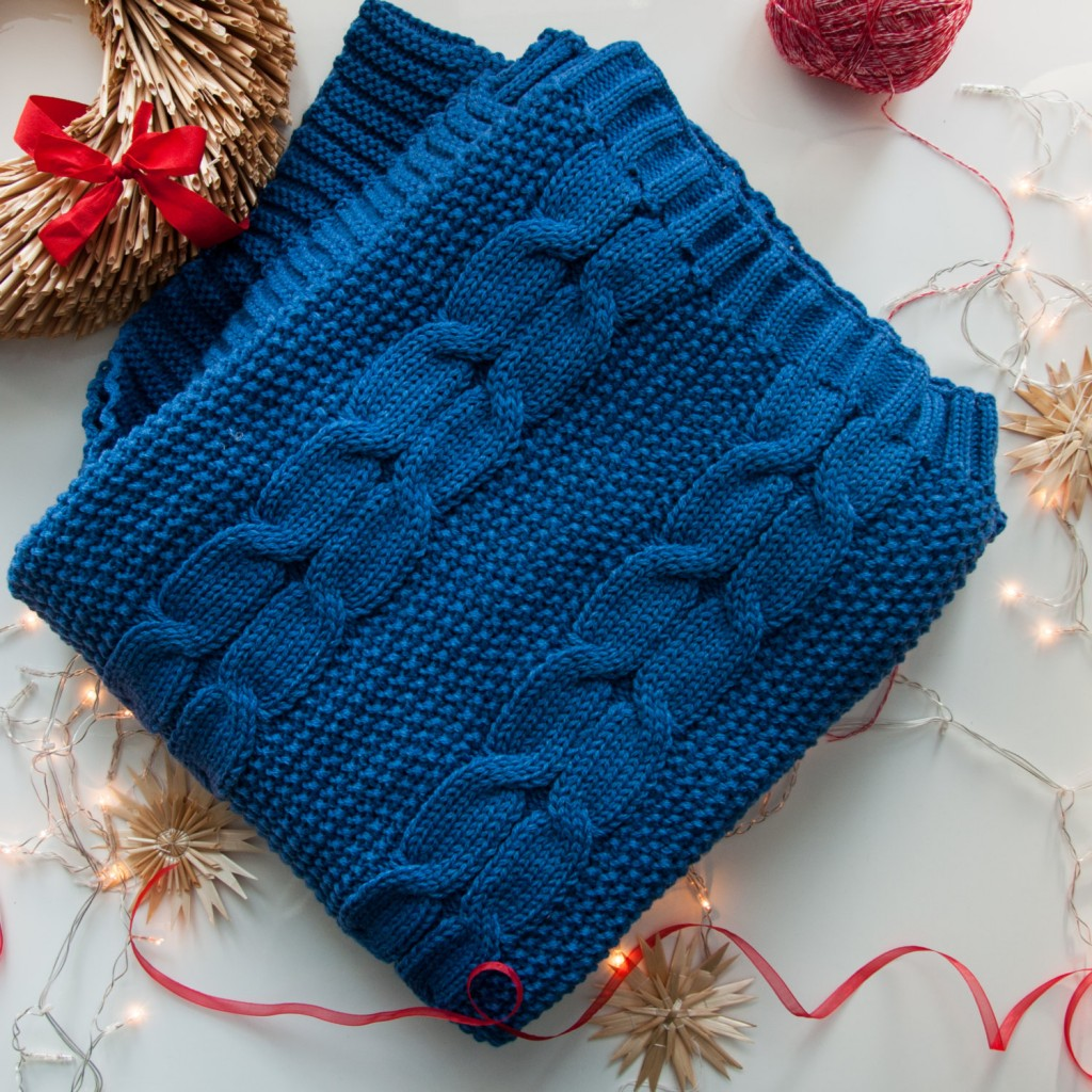5 Wool Cable Knit blanket in SeaWater Blue Color