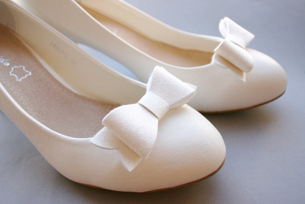 5 Sparkling bow shoe clips