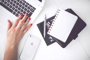 woman-hand-smartphone-deskWEB-via-pexels